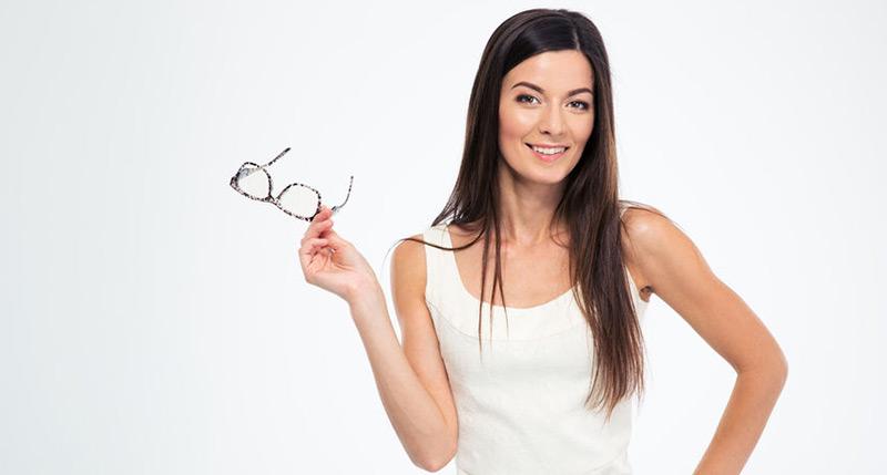 Eyeglasses vs Contacts